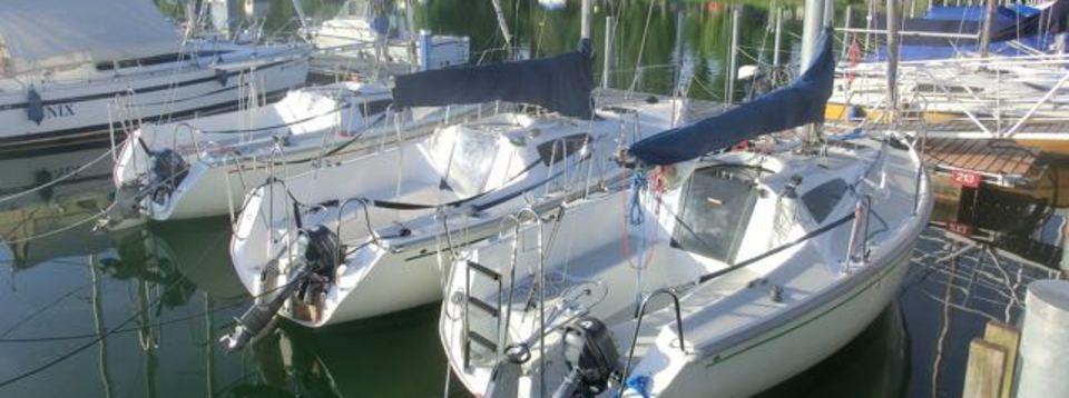 Charterboote der Segelschule Iznang